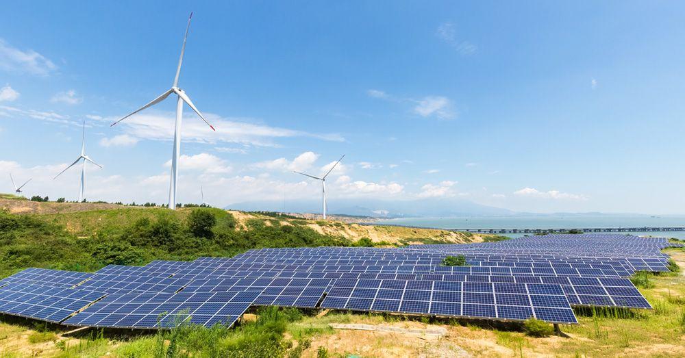 солнечная электростанция и ветрогенераторы в провинции Цзянси на юго-востоке Китая