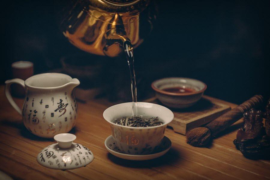 чайная церемония с употреблением зелёного чая в Китае