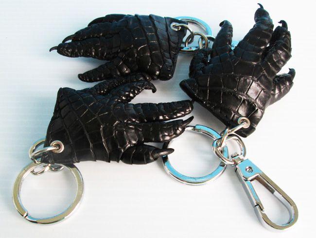 Chaveiros de couro de crocodilo (disponíveis em preto e marrom)