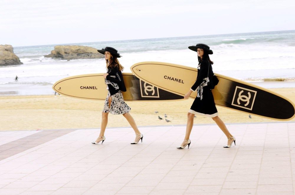 chanel female models walking along a beach of biarritz