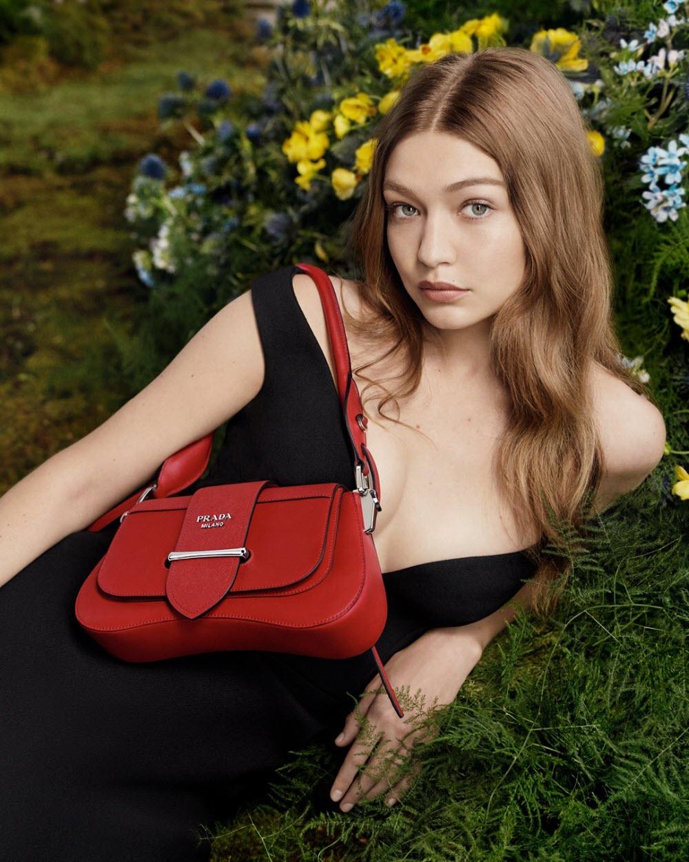 Gigi Hadid with stylish Prada bag